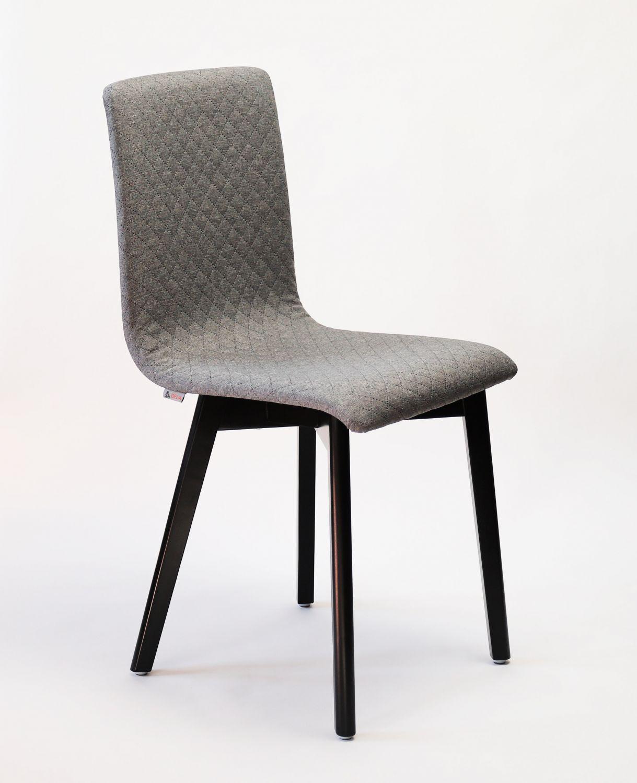 GRIM krzesło drewniane czarna rama, jasno szara pikowana tkanina
